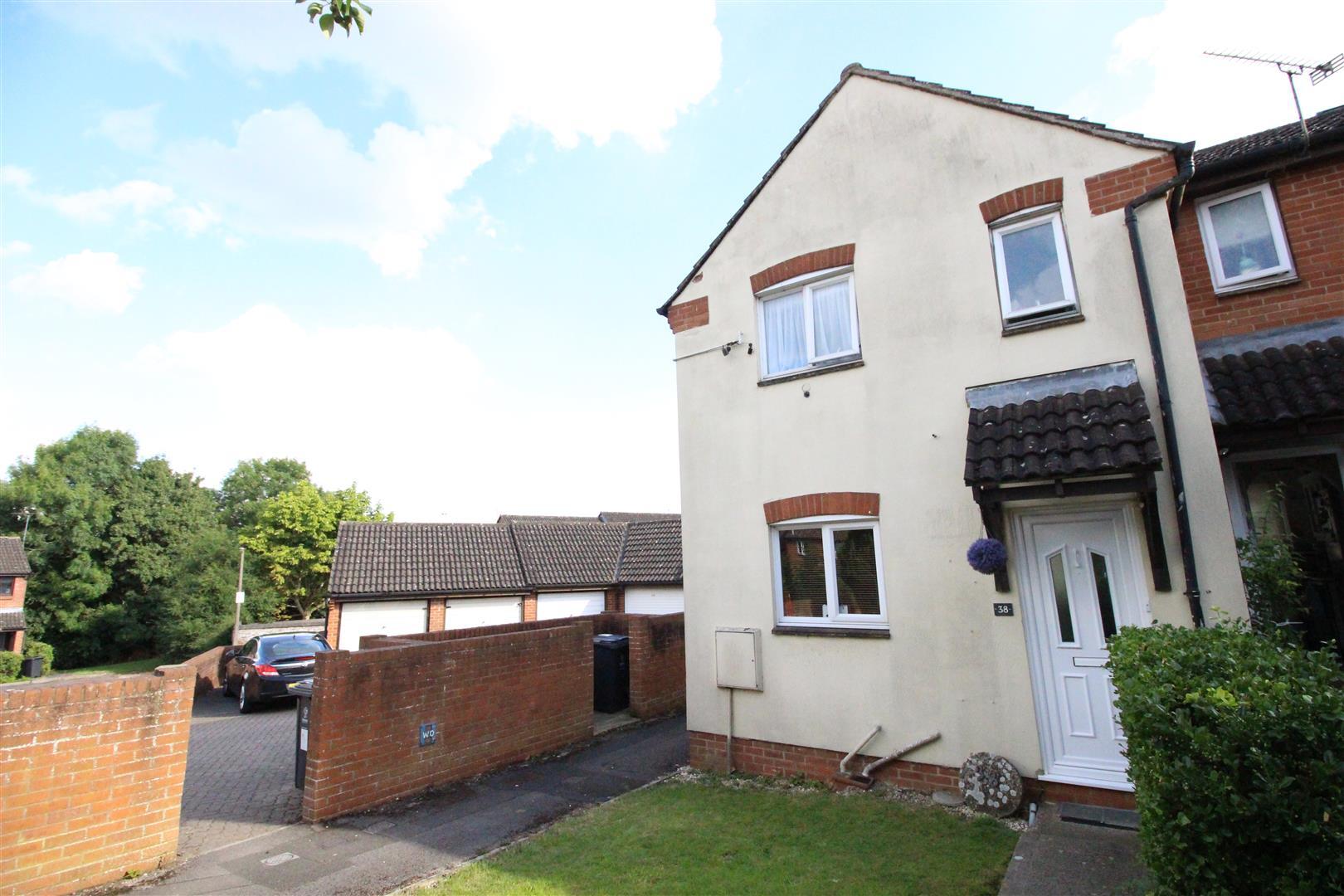 2 Bedrooms Property for sale in Oakwood Road, Westlea, Swindon